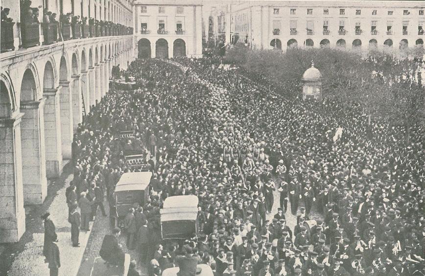 Batalhão de Marinha. Desfile no Terreiro do Paço 1914. Foto Benoliel, Ilustração Portuguesa, n.º 456.
