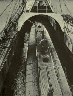 """Porta-submarinos francês """"Kangoroo"""". Afundado na Baía do Funchal a 3 de Dezembro de 1916, pelo U38"""